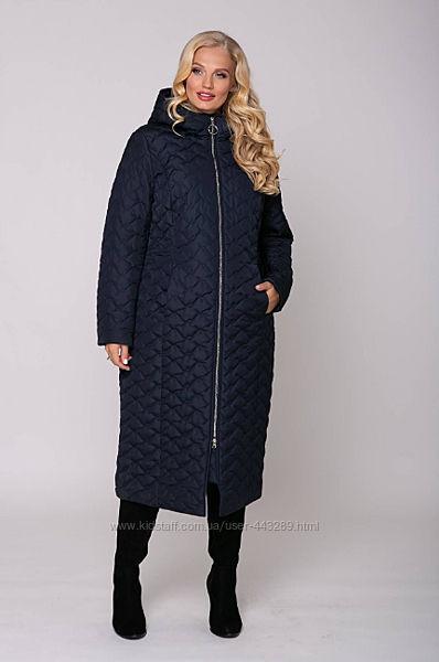 Стеганое пальто с капюшоном темносинее 58р