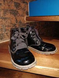 Очень красивые лаковые ботинки