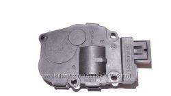 Шаговый моторчик заслонки отопителя печки Mercedes A1669060008