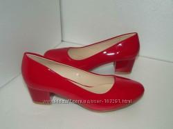 красные лаковые туфли на удобном каблучке-41р
