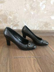 Продам фирменные туфли , кожа 38 размер