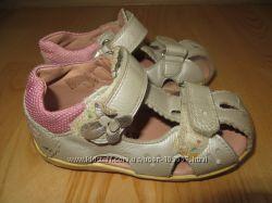 Кожаные сандалии для девочки Superfit, размер 24