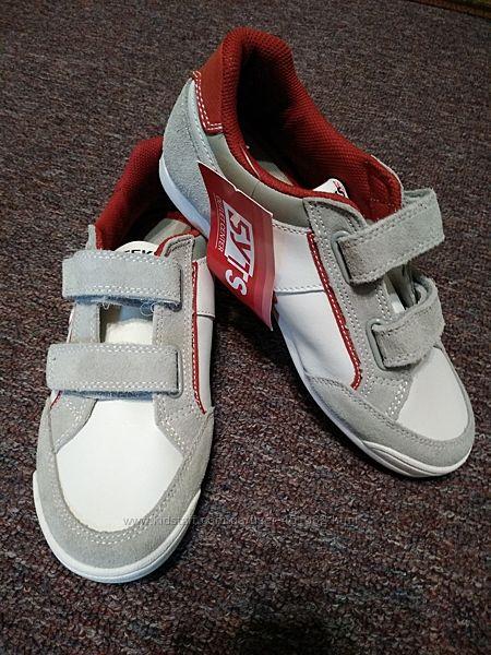 новые кожанные кроссовки 37 размера