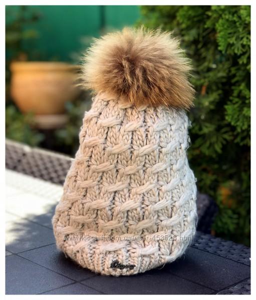 Теплая вязаная шапка с помпоном из натурального меха