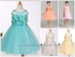 красивое нарядное платье для девочки  в 3 d цветах
