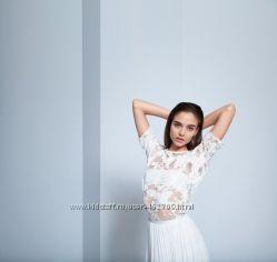 блуза шифоновая с красивыми гипюровыми плечиками и бела с узором