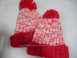 Симпатичная розовая шапочка с помпоном