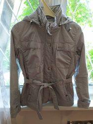 Куртка-ветровка женская в отличном состоянии. Размер М. Рост 164-166.