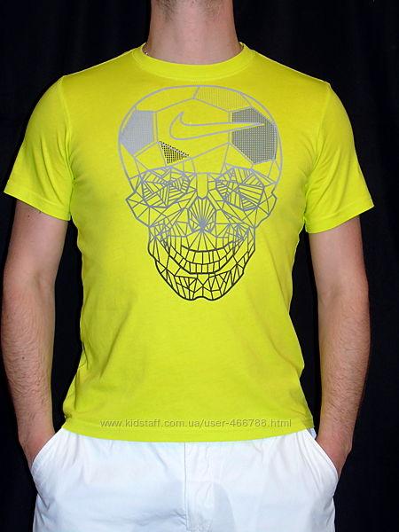 NIKE  Шикарная яркая футболка -унисекс - S - M