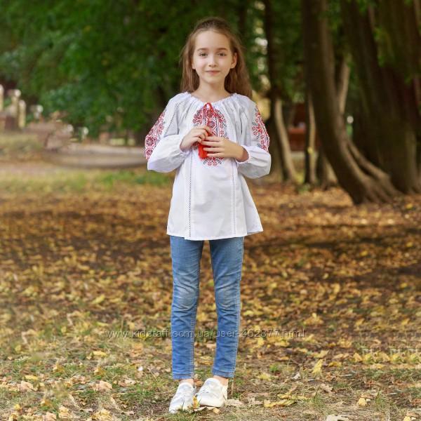 Блуза с синей и красной вышивкой