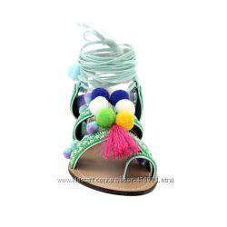 босоножки-сандалии с помпонами в этно стиле