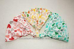 Косынка, бандана на голову для девочки - разноцветные сердечки.