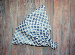 Красивая белая косынка в голубые горохи.