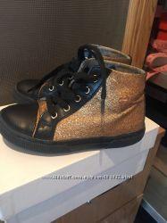 Золотые ботиночки Moschino