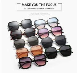 Крупные цветные очки-бабочки с дымчатой линзой и металлической переносицей