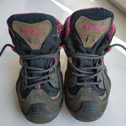 Детские трекинговые туристические ботинки, Lowa 28 размера.