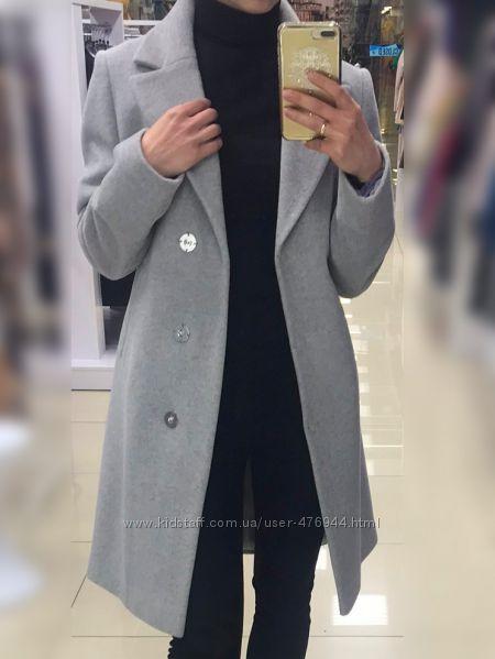 Шерстяное демисезонное пальто на весну или осень светло-серого цвета