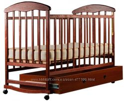 Кроватка лакированная Наталка с ящиком темная и светлая, новое