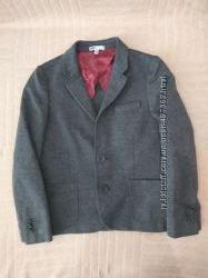 Продам в новом состоянии, фирменный WE, красивый пиджак 6-8 лет