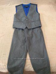 Продам в новом состоянии, фирменный Next, красивейший костюм 4-7 лет.