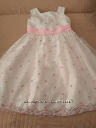 Продам в новом состоянии, фирменные , красивейшие  платья 4-7 лет.