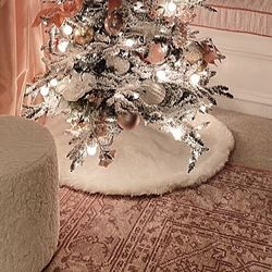Пушистый коврик под новогоднюю елку