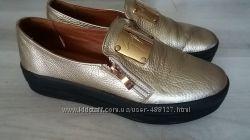 Слипоны женские кожаные золотого цвета 38р.