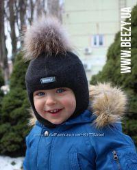 Шапка шлем Бизи с помпоном из натурального меха енота аналог Kivat