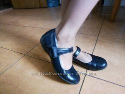 Туфли школьные для девочки продам