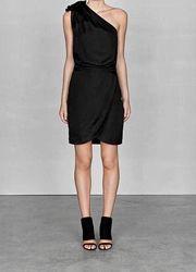 Чёрное коктейльное платье на одно плечо с запахом вискоза шёлк &other stori