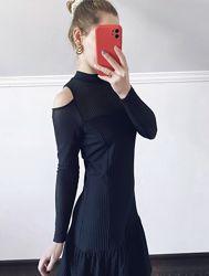 Чёрное кружевное платье с оборками с вырезами на плечах Karen Millen