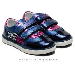 Спортивные туфли для девочки.
