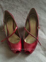 Лаковые туфли Clarks