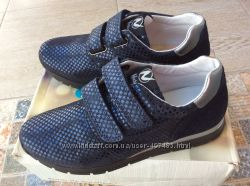 Итальянские кроссовки Naturino р. 37 оригинал