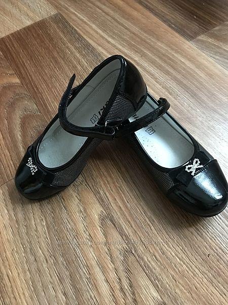 Продам туфельки, обули 3 раза