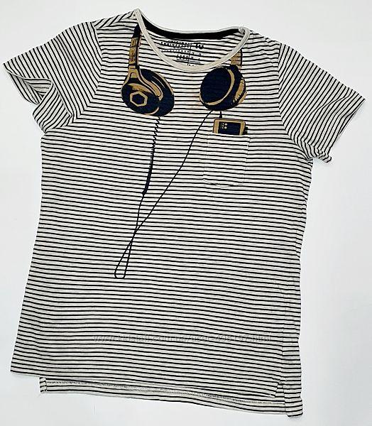 Стильная полосатая футболка с наушниками