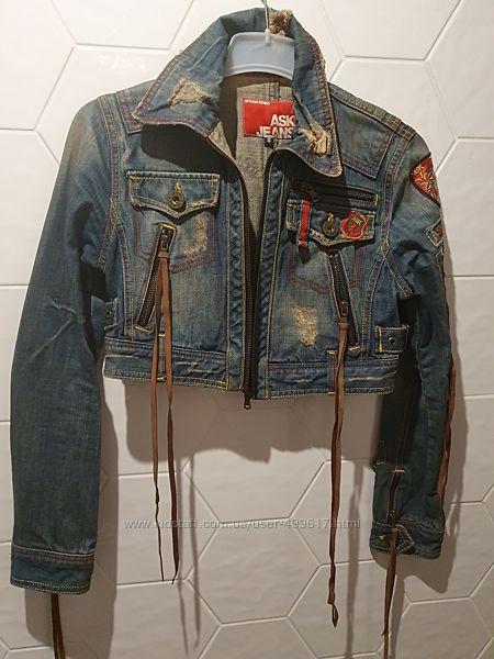 Яркая короткая джинсовая курточка, размер 36-38евро, эксклюзив