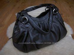 Дизайнерская объемная кожаная сумка Betty Jackson.