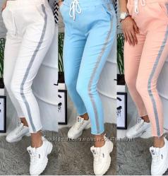 Легкие спортивные брюки с блестящим лампасом
