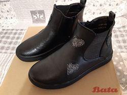 Ботинки на девочку Bata