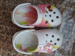Продам кроссы для девочки