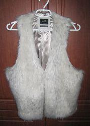 Кожаный жилет бренда Clockhouse