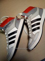 Adidas кроссовки 32