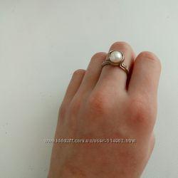 Серебряные кольца с золотой вставкой р. 17