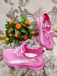 Стильные кроссовки для девочки