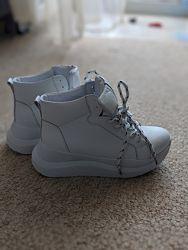 Белые демисезонные кроссовки