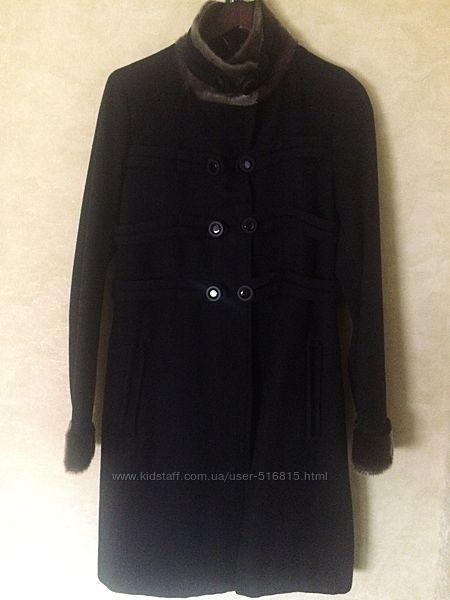 Черное пальто от NAF-NAF Франция