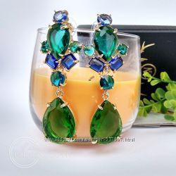 Зеленые серьги в подарочной коробке