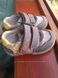 Наши первые кроссовочки