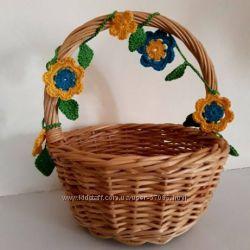 Вязаная гирлянда из цветов на пасхальную корзинку